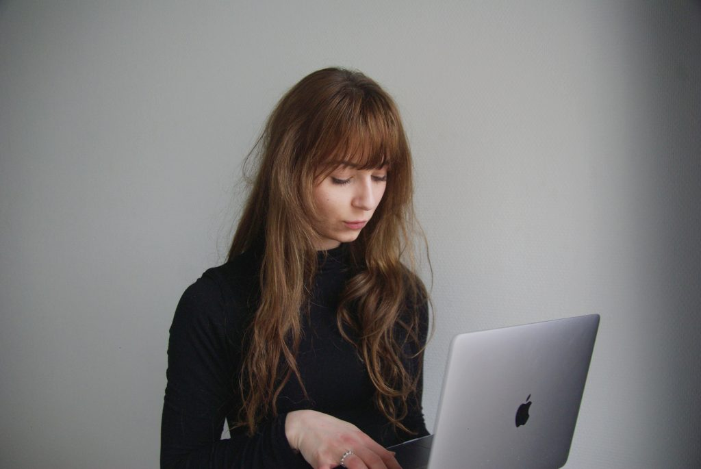 Woman having trouble with being online too much and is overwhelmed with anxiety symptoms Thousand Oaks, Ca