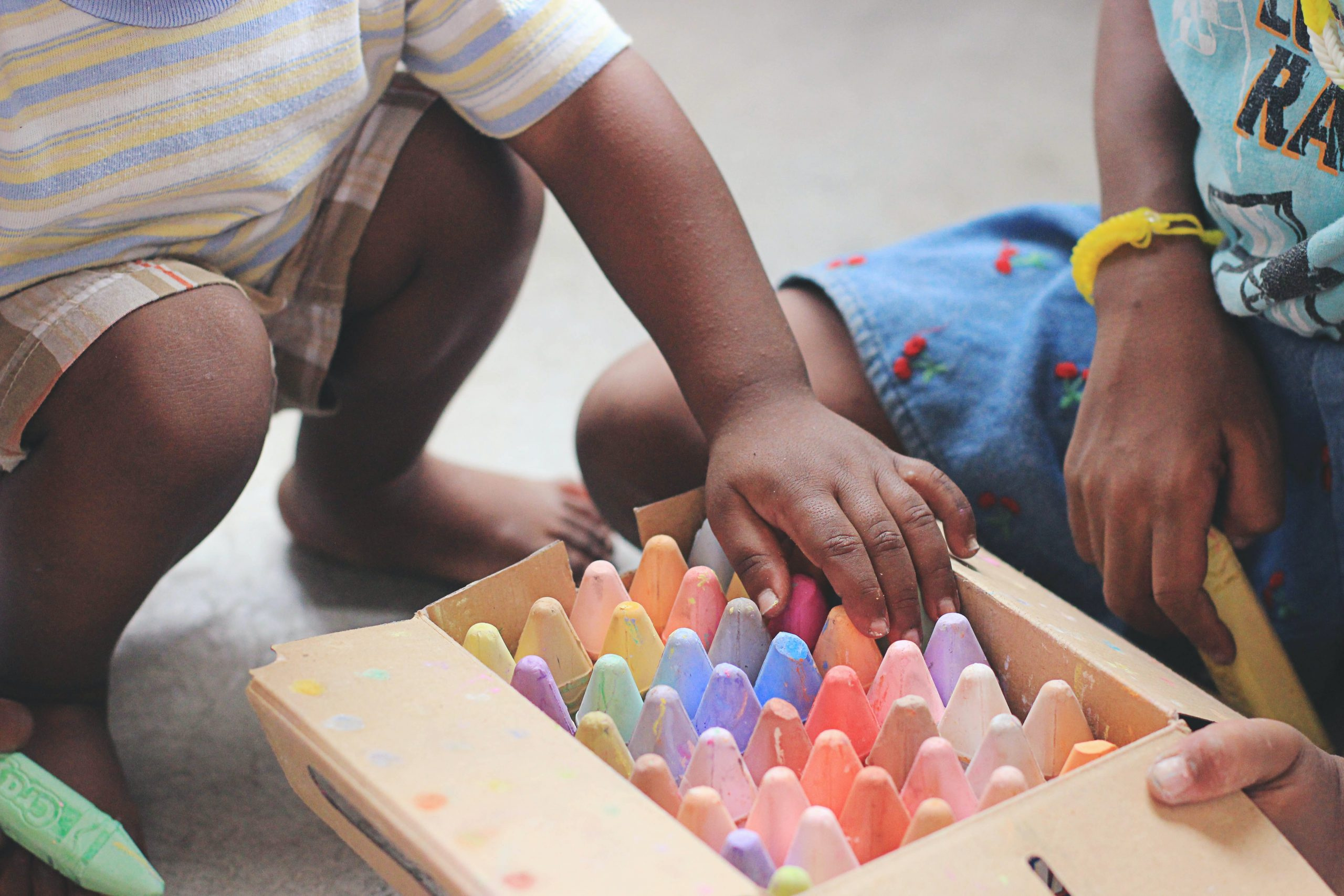 Kids playing together with chalk soon going to child psychologist for autism testing near Thousand Oaks, Ca