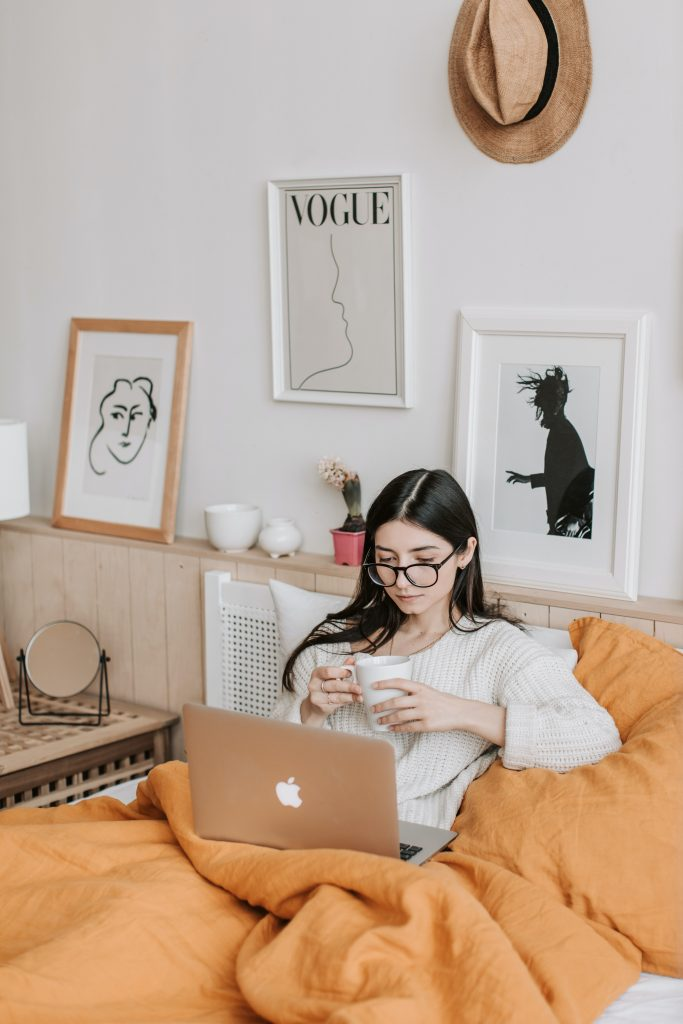 Woman is in online therapy in Los Angeles for anxiety symptoms