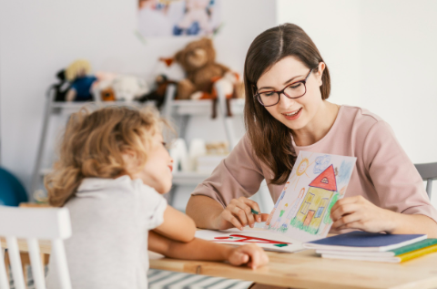 child therapist in Thousand Oaks, ca, 91320 working with child through play therapy