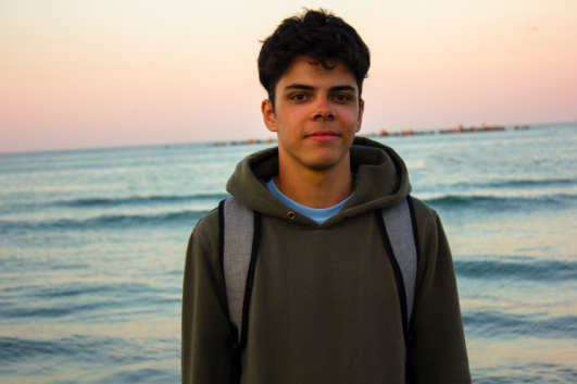 teen boy at beach with friends needs in person anxiety therapy near Simi Valley ca 93065 for anxiety